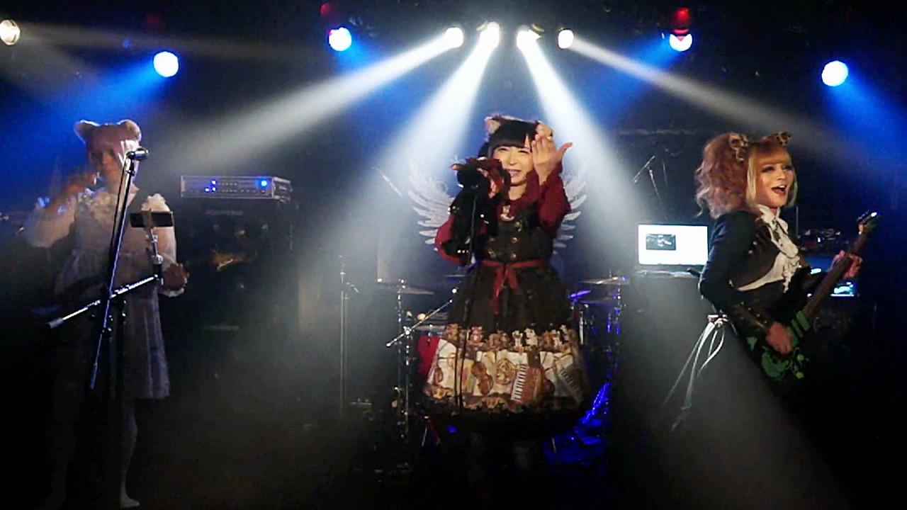 谷琢磨をゲストに迎え、男の娘たちによる「ねこみみ。」が1日復活。「ねこみみ。featuring 谷琢磨」の単独配信公演をレポート!